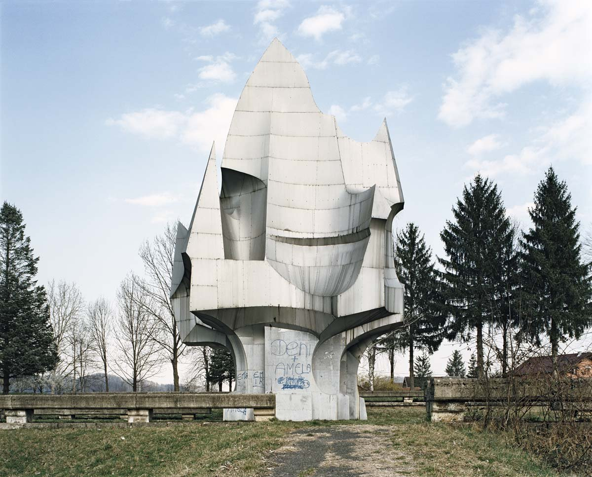 Estes monumentos iugoslavos parecem rel�quias de uma civiliza��o alien�gena 03