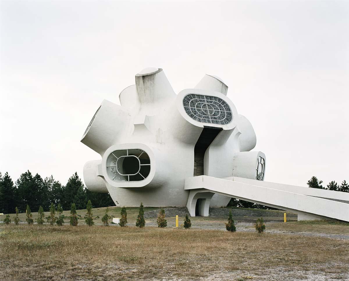 Estes monumentos iugoslavos parecem rel�quias de uma civiliza��o alien�gena 04