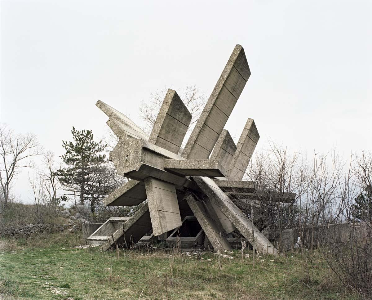 Estes monumentos iugoslavos parecem rel�quias de uma civiliza��o alien�gena 06