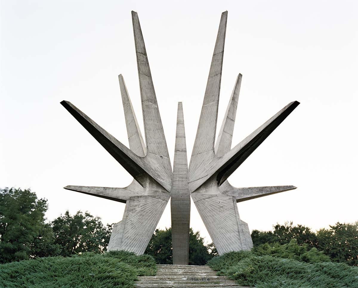 Estes monumentos iugoslavos parecem rel�quias de uma civiliza��o alien�gena 12