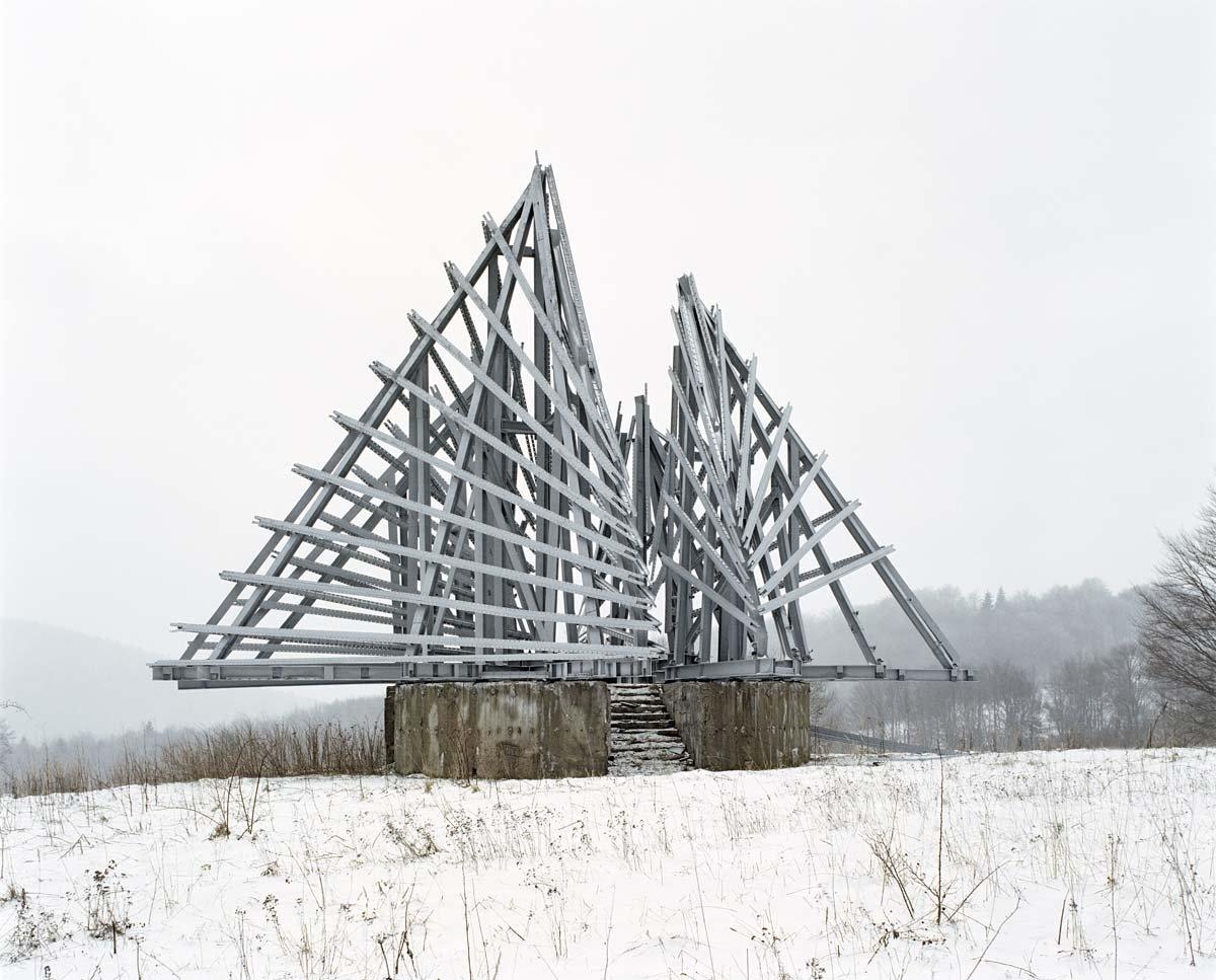 Estes monumentos iugoslavos parecem rel�quias de uma civiliza��o alien�gena 13