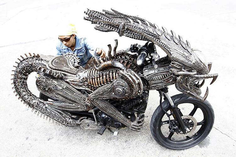 Artista tailandês cria motocicleta ao estilo Alien-Predador 01