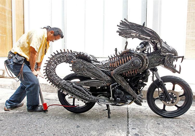 Artista tailandês cria motocicleta ao estilo Alien-Predador 02