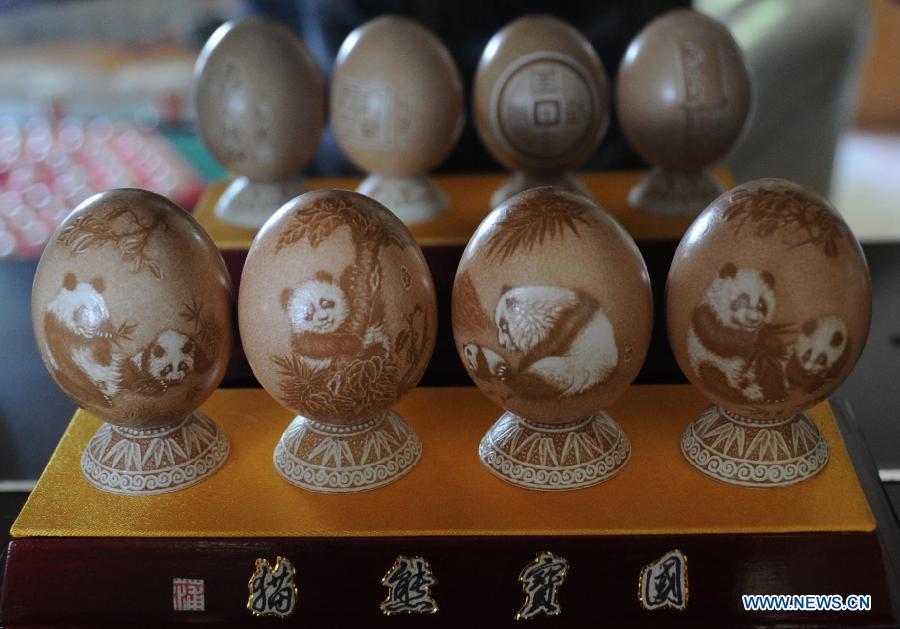 A requintada arte em ovos cinzelados de Pu Derong 01