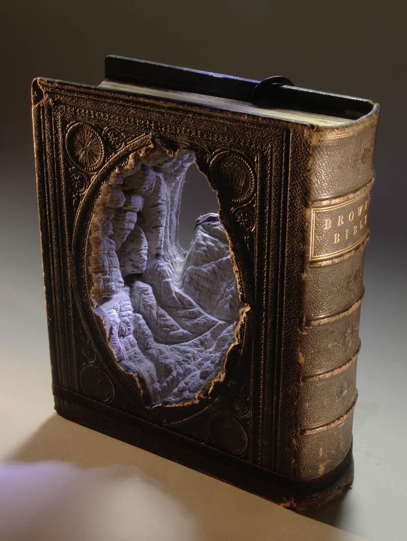 Paisagens incr�veis esculpidas em livros - Parte 2 01