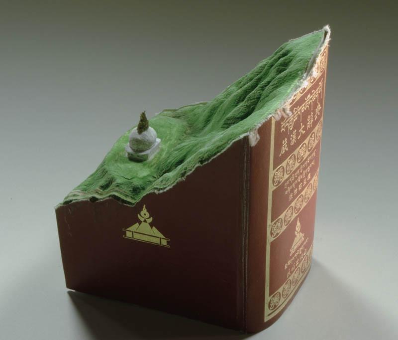 Paisagens incr�veis esculpidas em livros - Parte 2 06