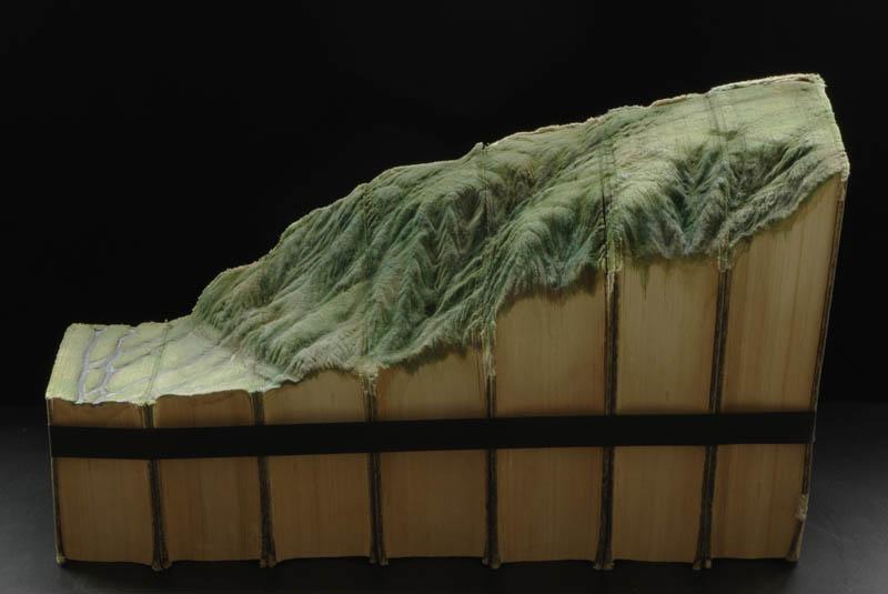 Paisagens incr�veis esculpidas em livros - Parte 2 08