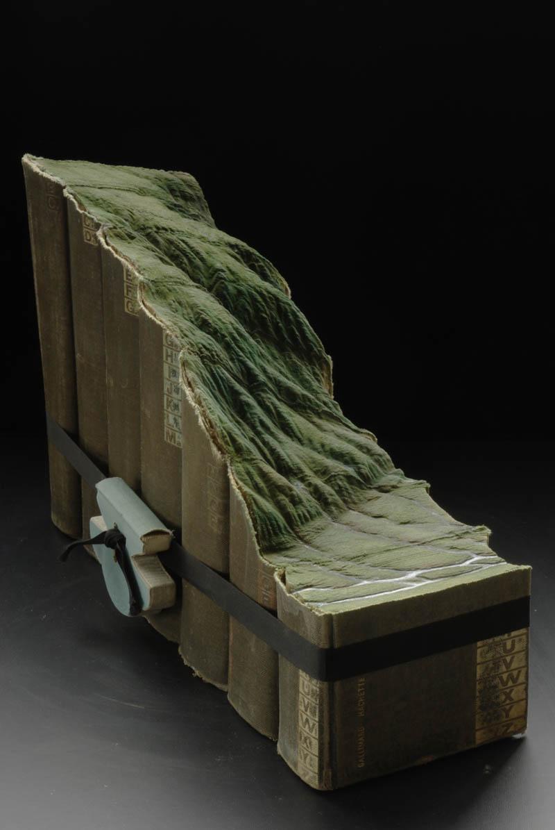 Paisagens incr�veis esculpidas em livros - Parte 2 09