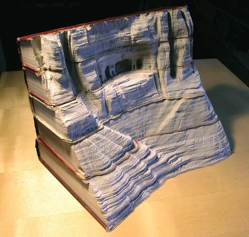 Paisagens incríveis esculpidas em livros 01