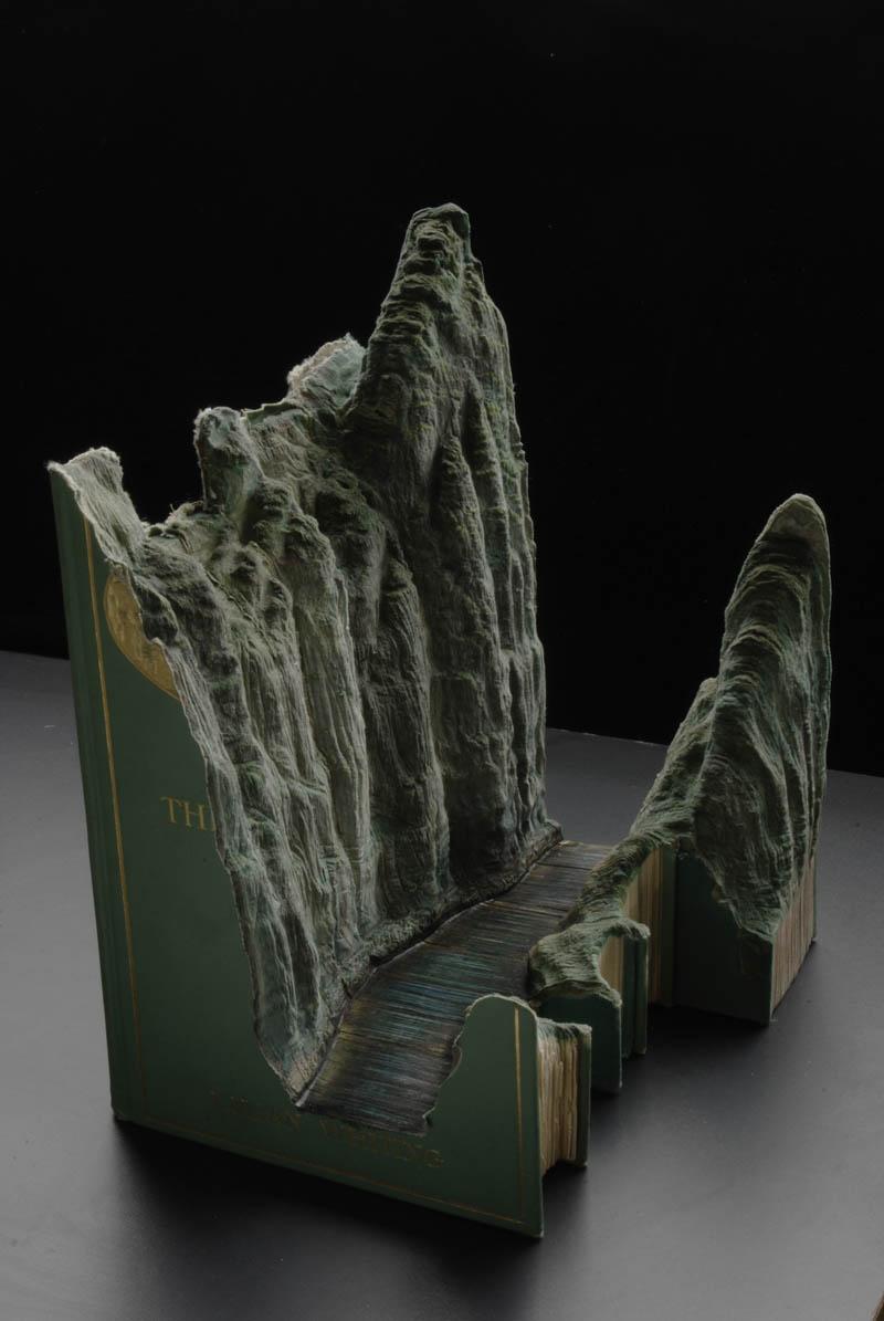 Paisagens incríveis esculpidas em livros 04