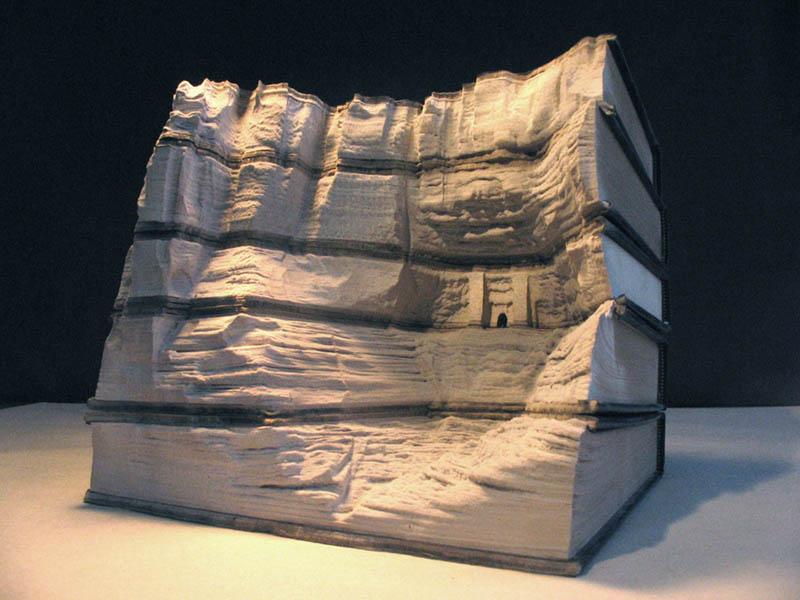 Paisagens incríveis esculpidas em livros 10