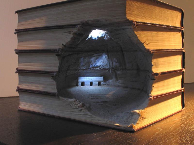 Paisagens incríveis esculpidas em livros 11