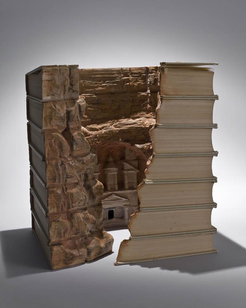 Paisagens incríveis esculpidas em livros 12