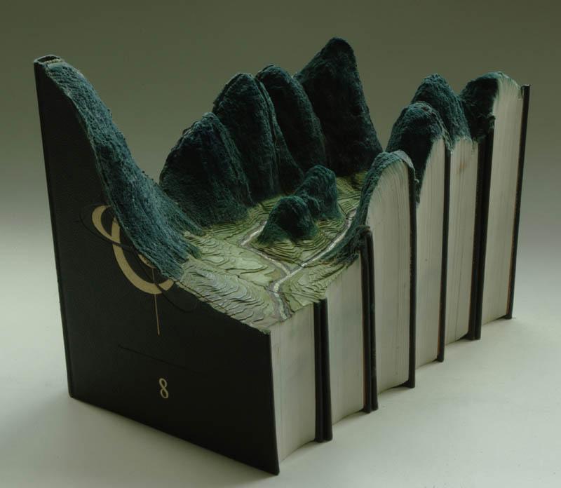 Paisagens incríveis esculpidas em livros 17