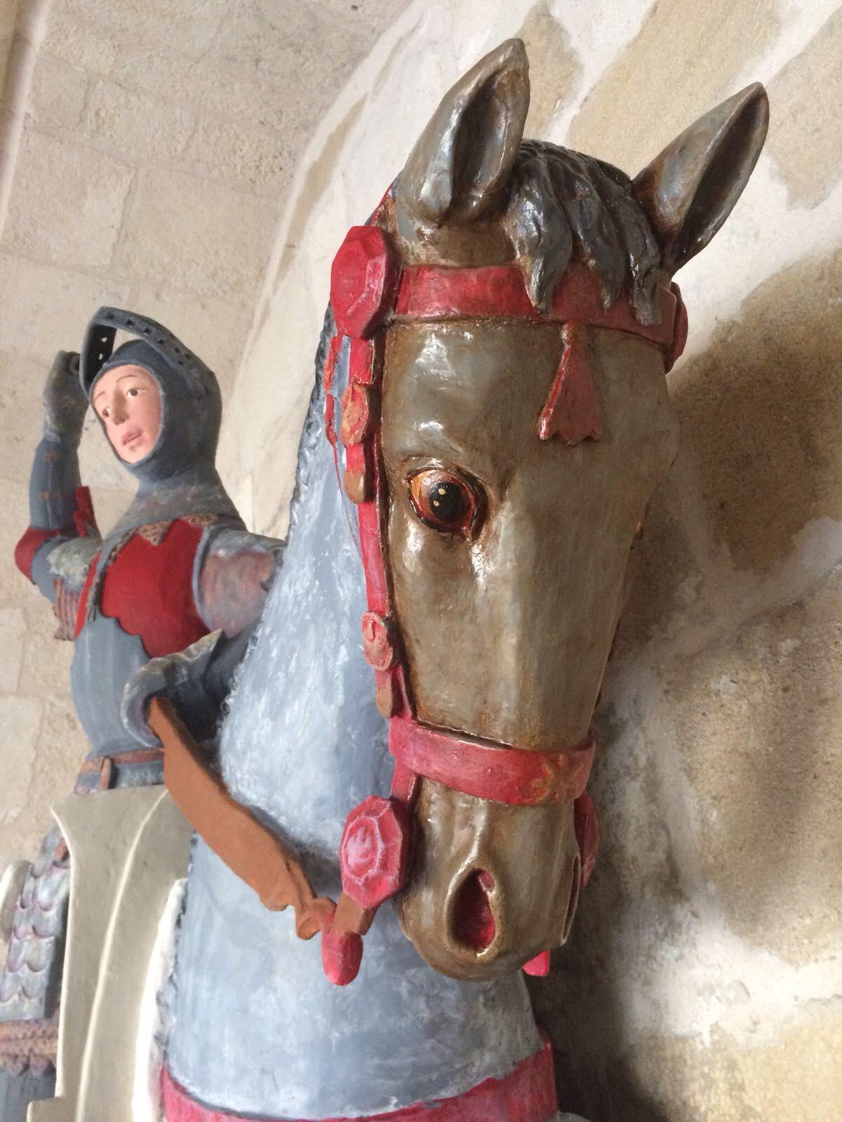 Restaurador espanhol deixa uma inestimável escultura de 500 anos com cara de boneco