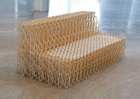 Um sofá feito com hashis 05