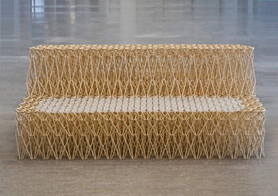 Um sofá feito com hashis 06