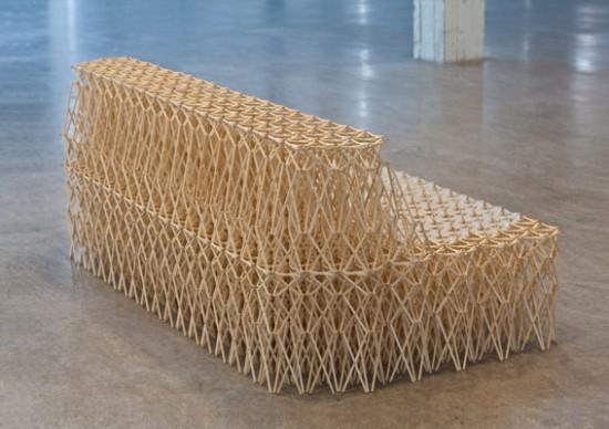 Um sofá feito com hashis 07