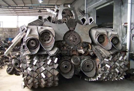 Fã constroi Megatron em forma de tanque 01