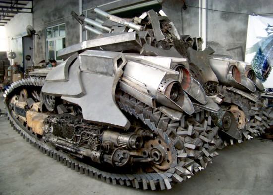 Fã constroi Megatron em forma de tanque 02