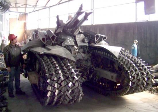 Fã constroi Megatron em forma de tanque 03