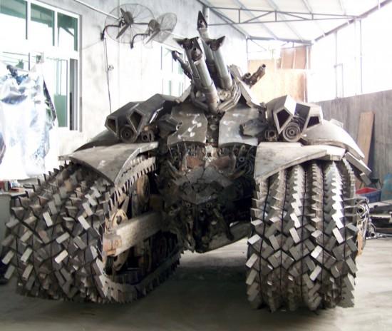 Fã constroi Megatron em forma de tanque 05
