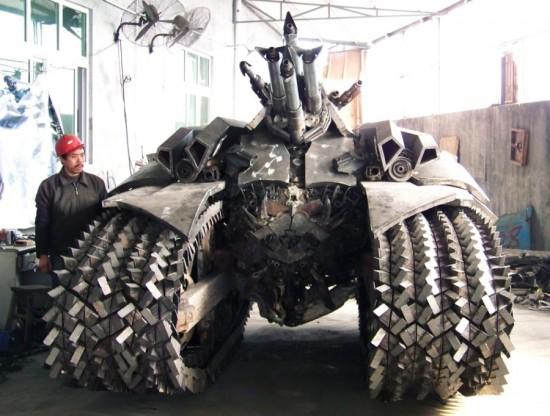 Fã constroi Megatron em forma de tanque 07