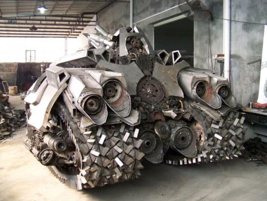 Fã constroi Megatron em forma de tanque 08