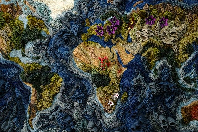 Tapete de 6 metros, feito à mão com lã reciclada, exibindo o mapa-múndi, é fantástico  07