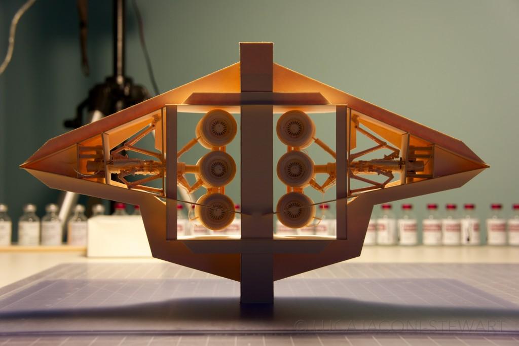 Designer passa 9 anos construindo o avião de papel mais elaborado do mundo