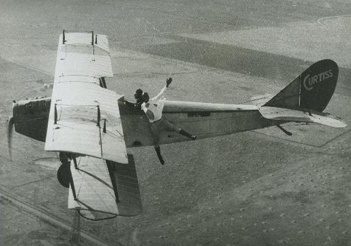 Acrobacias aéreas dos Barnstormers em 1920 02