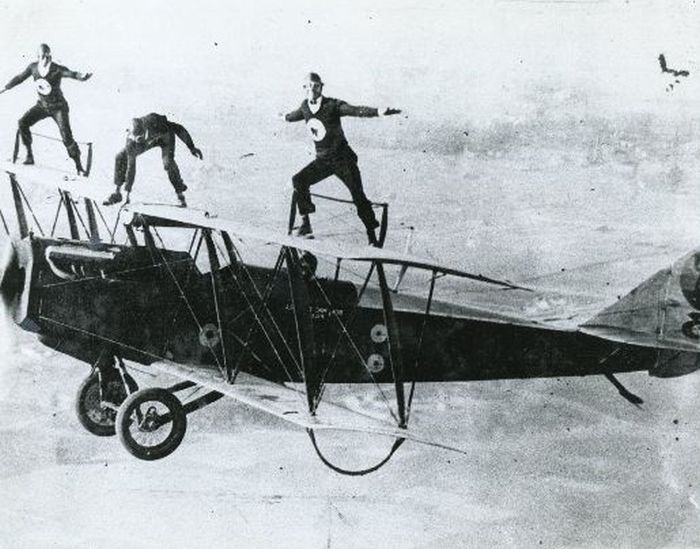 Acrobacias aéreas dos Barnstormers em 1920 10