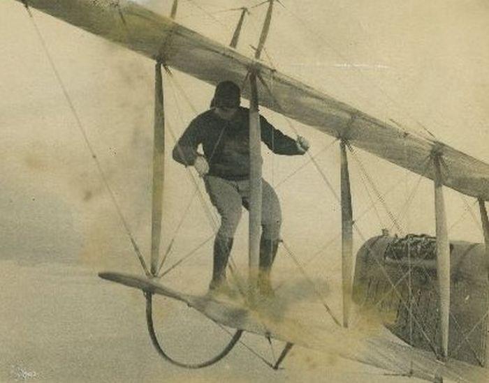 Acrobacias aéreas dos Barnstormers em 1920 15
