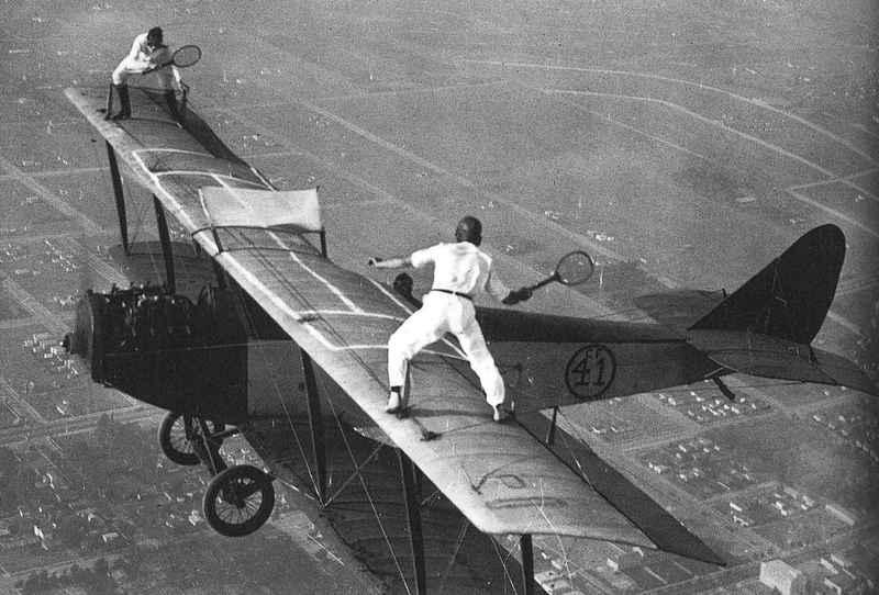 Acrobacias aéreas dos Barnstormers em 1920 16