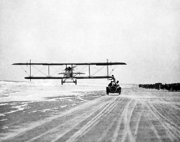 Acrobacias aéreas dos Barnstormers em 1920 24