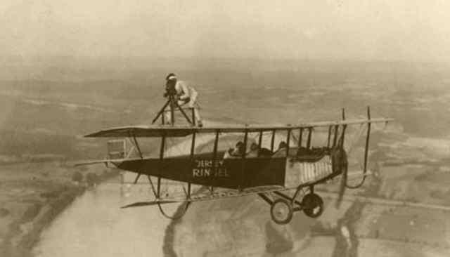 Acrobacias aéreas dos Barnstormers em 1920 25