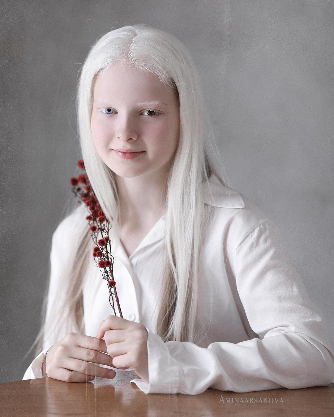 Garota chechena atordoa a Internet com sua beleza sobrenatural 02