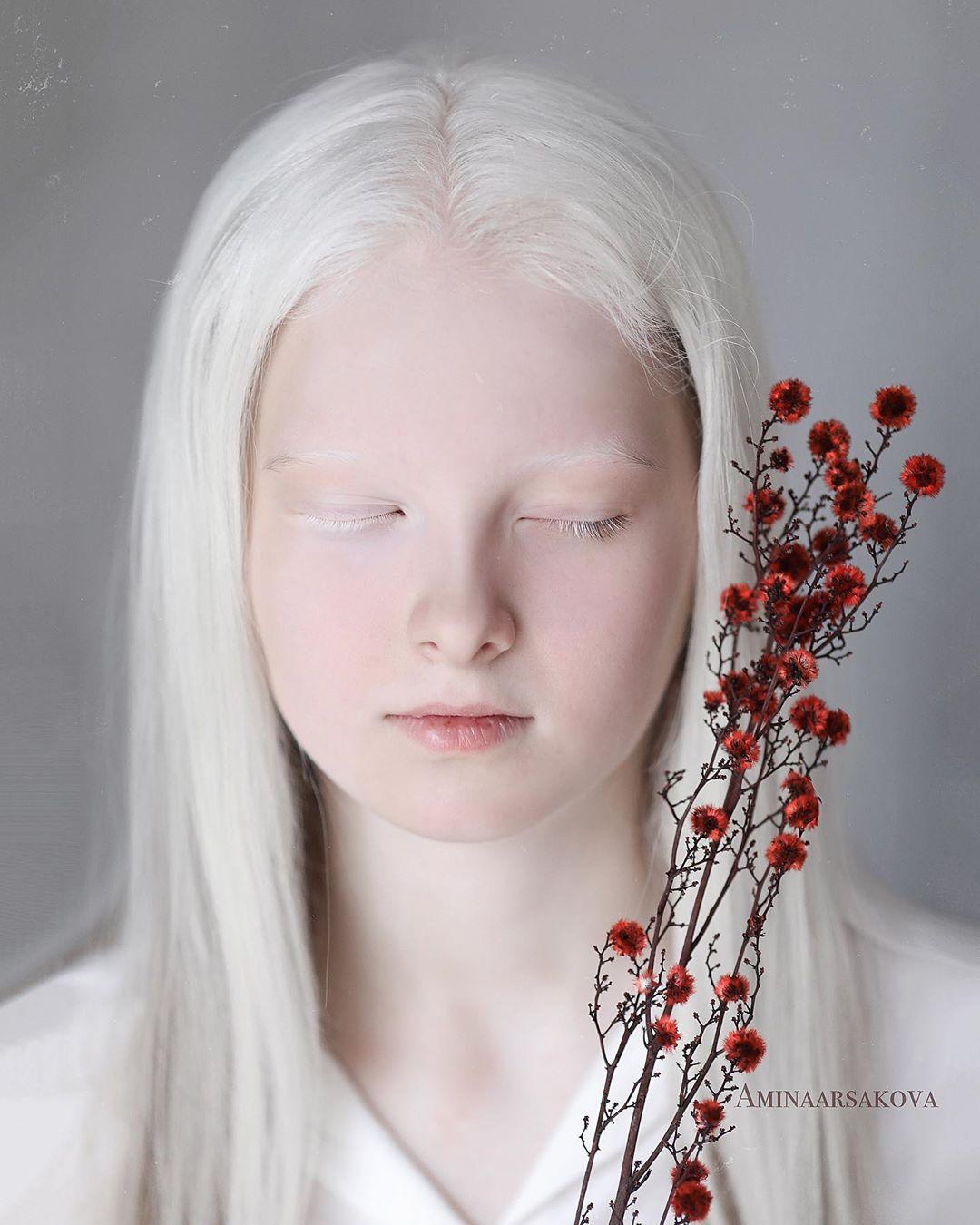 Garota chechena atordoa a Internet com sua beleza sobrenatural 03