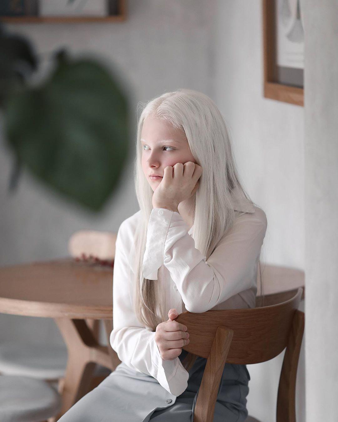 Garota chechena atordoa a Internet com sua beleza sobrenatural 04