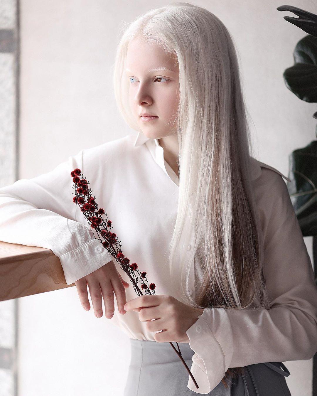 Garota chechena atordoa a Internet com sua beleza sobrenatural 09