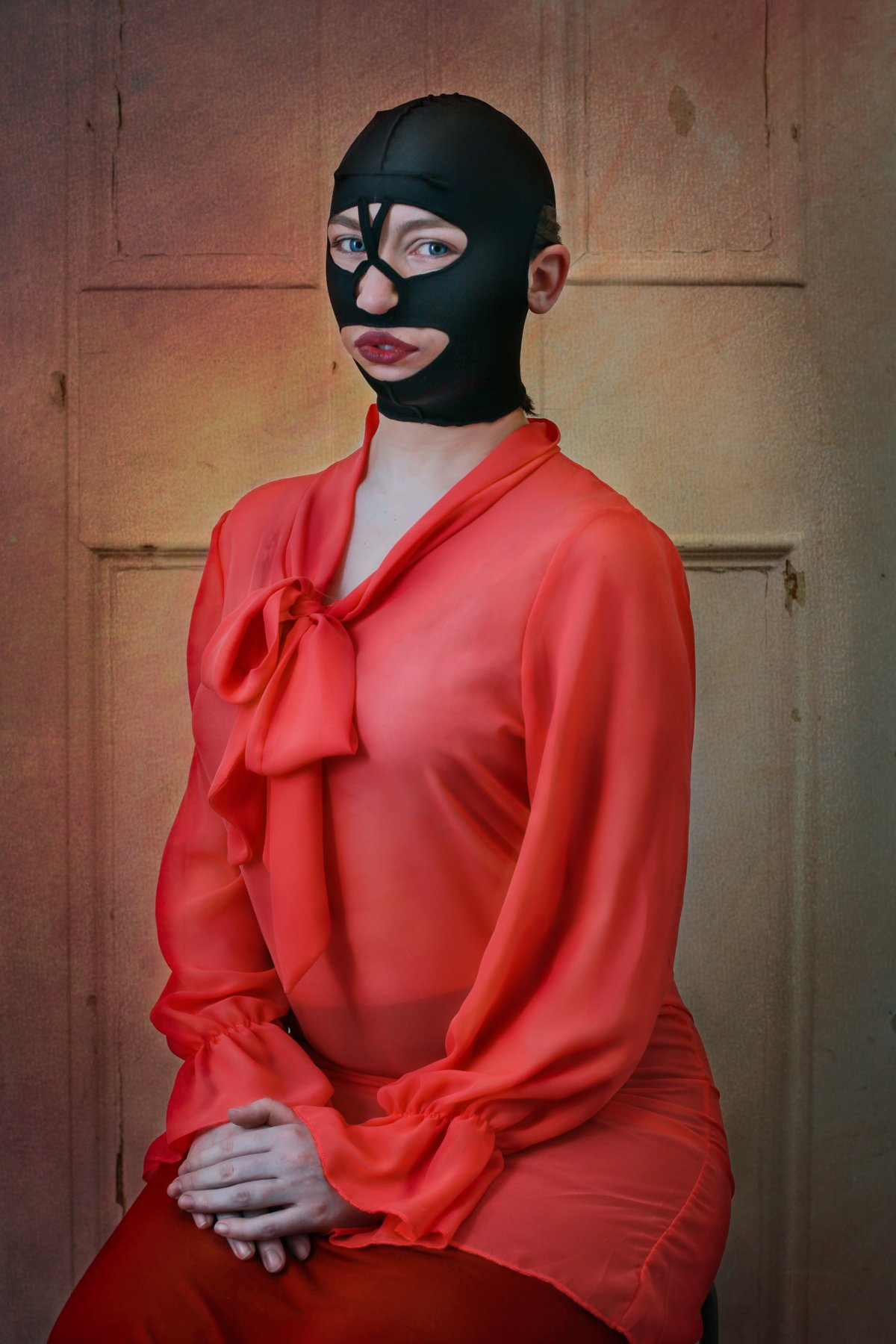 """14 fotos perturbadoras mostram as coisas bizarras que uma mulher usa para ficar """"linda"""" 07"""