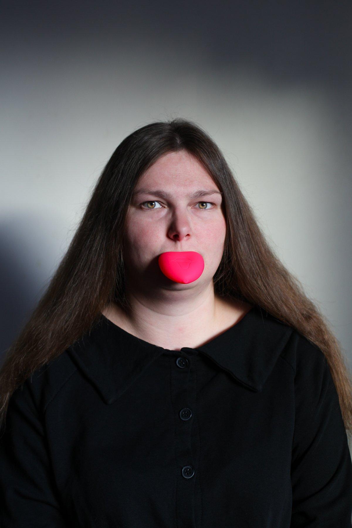 """14 fotos perturbadoras mostram as coisas bizarras que uma mulher usa para ficar """"linda"""" 12"""