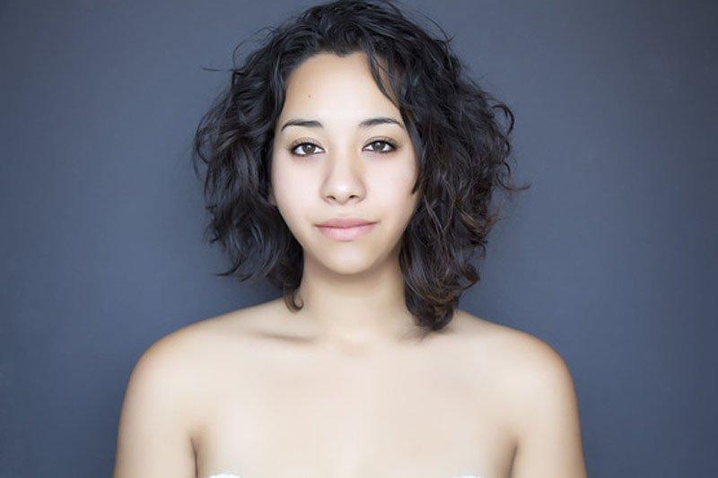Outra jovem teve seu rosto fotochopado ao redor do mundo para examinar padrões de beleza 06