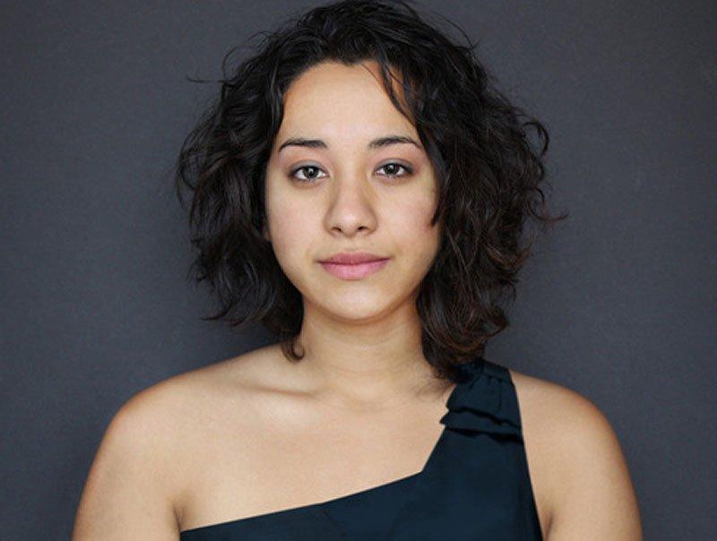 Outra jovem teve seu rosto fotochopado ao redor do mundo para examinar padrões de beleza 07