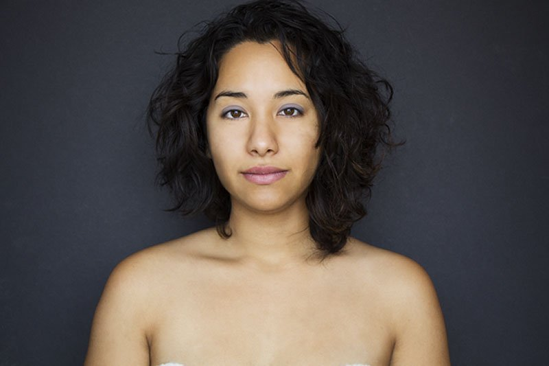 Outra jovem teve seu rosto fotochopado ao redor do mundo para examinar padrões de beleza 08