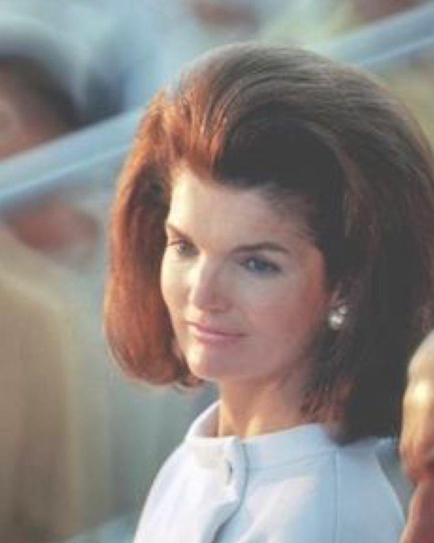 A moda do cabelo-capacete: o penteado que definiu os anos 1960 50
