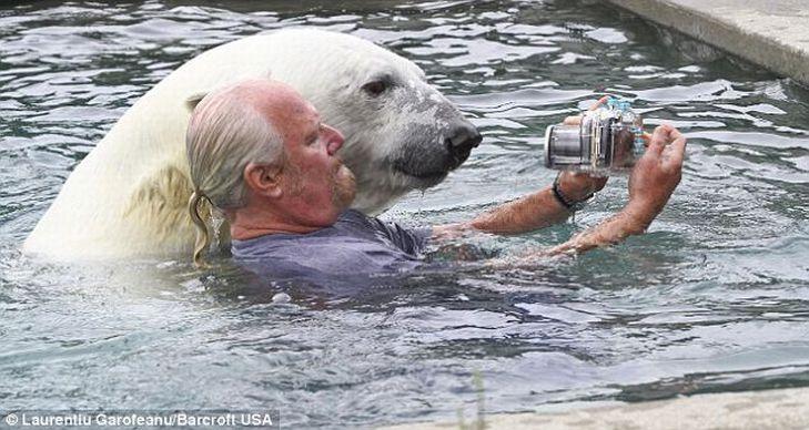 Mark e o urso polar Agee, uma amizade invejável 01
