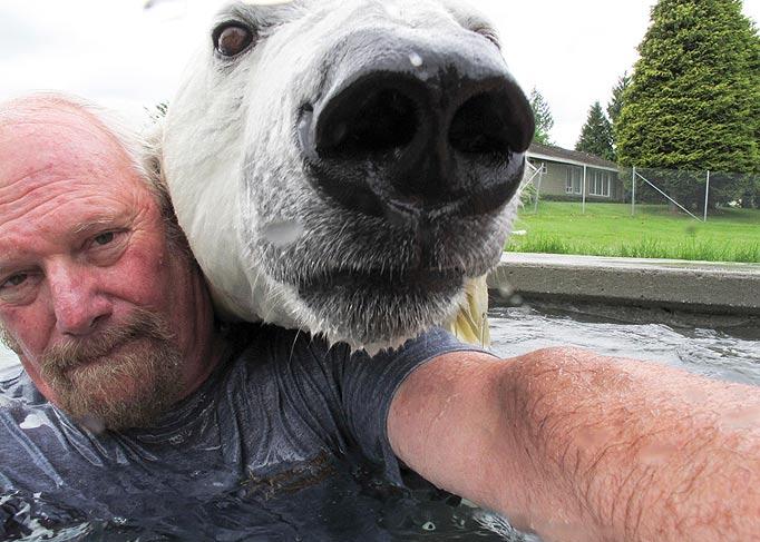 Mark e o urso polar Agee, uma amizade invejável 07