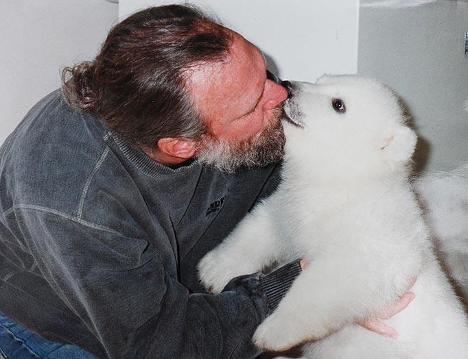 Mark e o urso polar Agee, uma amizade invejável 08