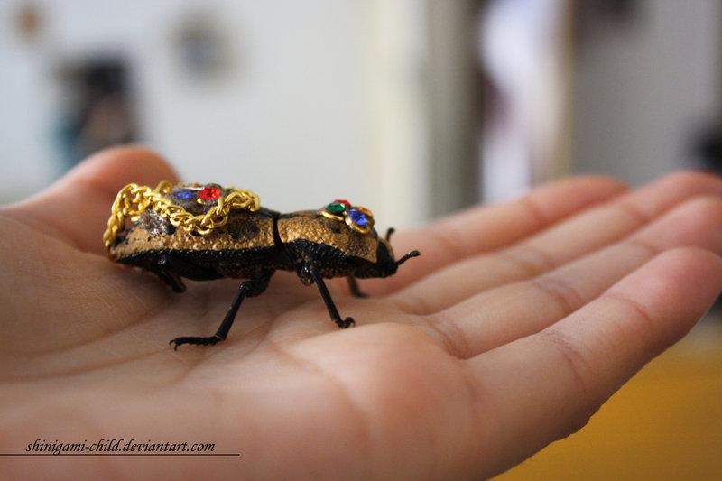Insetos transformados em jóias vivas no México